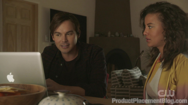 Apple MacBook Laptops in Roswell, New Mexico S02E05 (3)