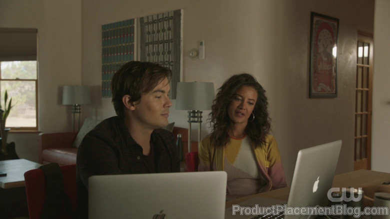 Apple MacBook Laptops in Roswell, New Mexico S02E05 (4)