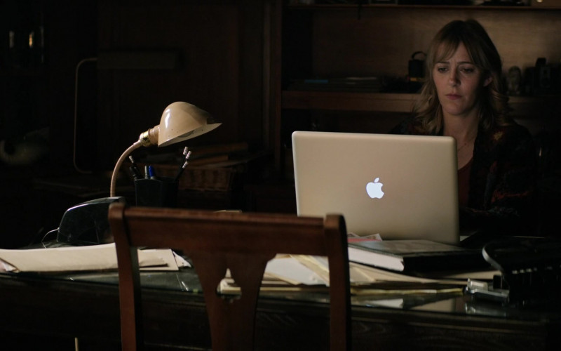 Apple MacBook Pro Laptop Used by Abby Miller as Bridget Jensen in Home Before Dark S01E08 (1)