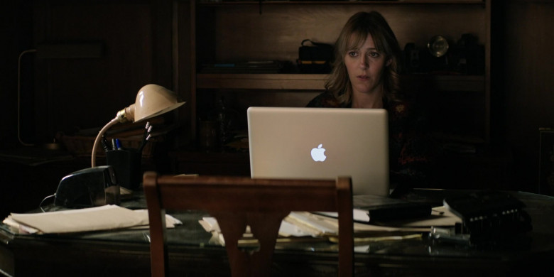 Apple MacBook Pro Laptop Used by Abby Miller as Bridget Jensen in Home Before Dark S01E08 (2)