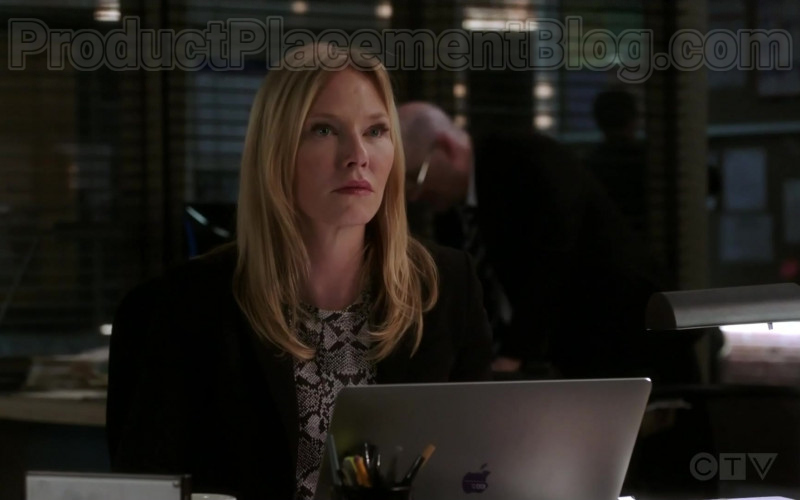 Apple MacBook Pro Laptop in Law & Order Special Victims Unit S21E20 (1)