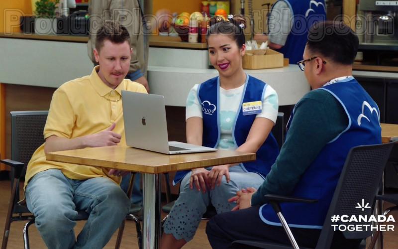 Apple MacBook Pro Laptop in Superstore S05E21 (2)