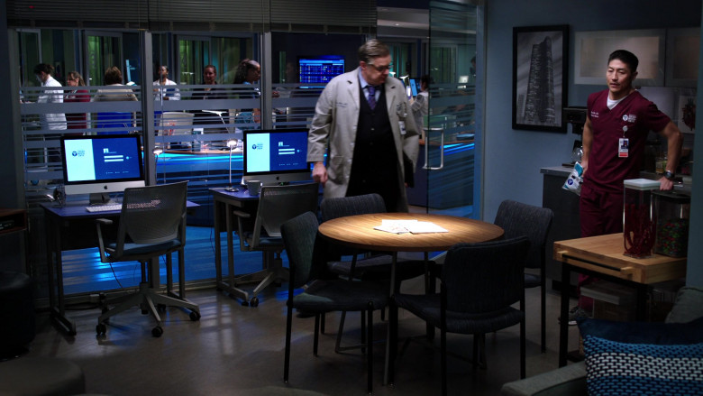 Apple iMac AIO Computers in Chicago Med S05E19 (5)