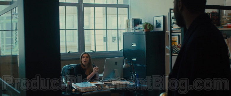 Apple iMac Computer of Chelsea Peretti as Sara Rodgers in The Photograph Movie (1)