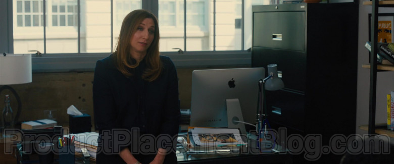 Apple iMac Computer of Chelsea Peretti as Sara Rodgers in The Photograph Movie (3)
