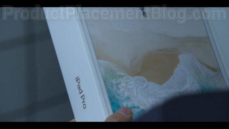 Apple iPad Pro Tablet in Extracurricular S01E05 (2)