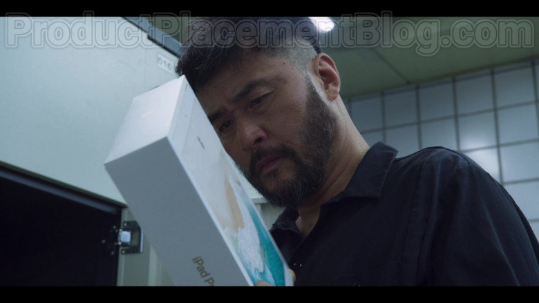 Apple iPad Pro Tablet in Extracurricular S01E05 (3)