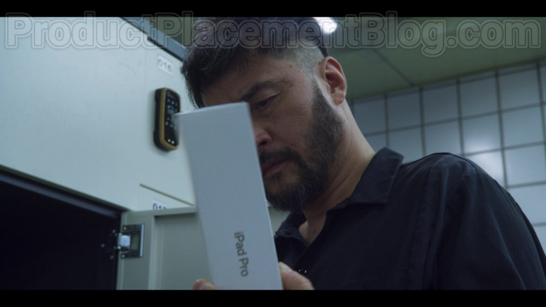 Apple iPad Pro Tablet in Extracurricular S01E05 (4)