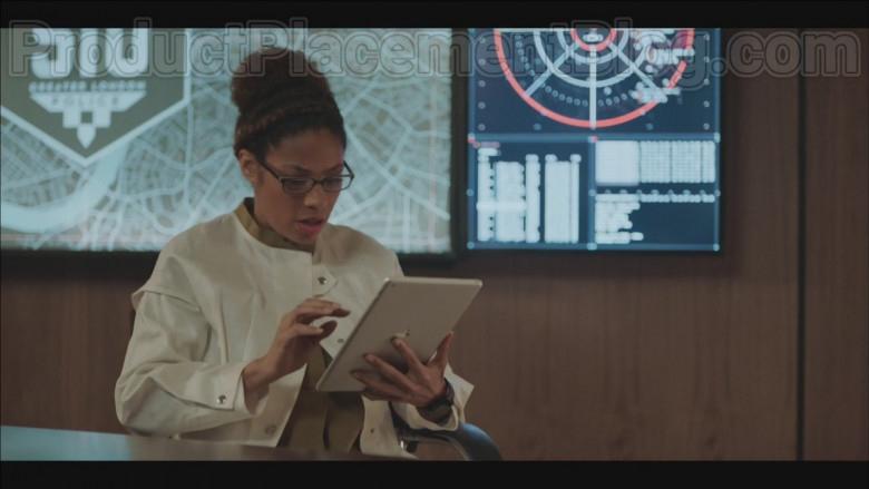 Apple iPad Tablet in Code 404 S01E06 (2020)