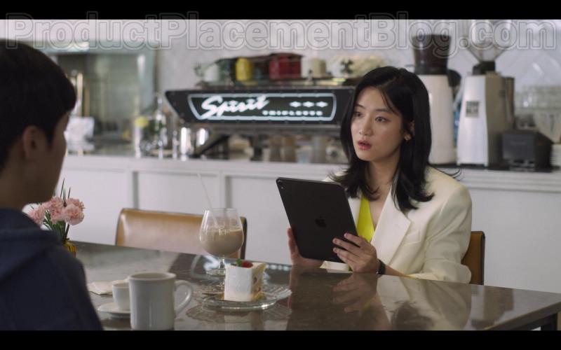 Apple iPad Tablet in Extracurricular S01E01 Korean Netflix TV Series (1)