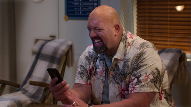 Apple iPhone Smartphone Used by Paul Wight in The Big Show Show S01E06