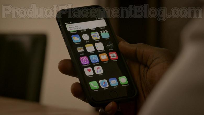 Apple iPhone Smartphone in Bosch S06E09 Dark Sacred Night (2020)