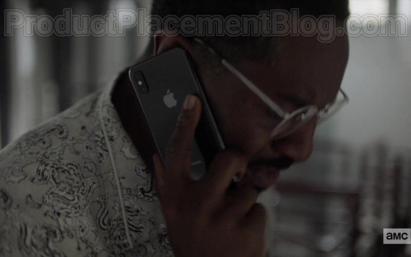 Apple iPhone Smartphone of André 3000 (André Benjamin) as Fredwynn in Dispatches from Elsewhere S01E09 (1)