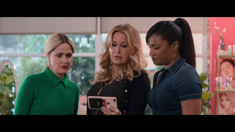 Apple iPhone Smartphone of Jennifer Coolidge in Like a Boss (2)