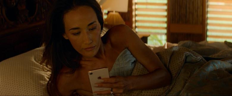 Apple iPhone Smartphone of Maggie Q (Margaret Denise Quigley) in Fantasy Island (1)