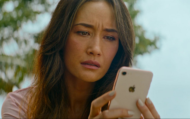 Apple iPhone Smartphone of Maggie Q (Margaret Denise Quigley) in Fantasy Island (2)