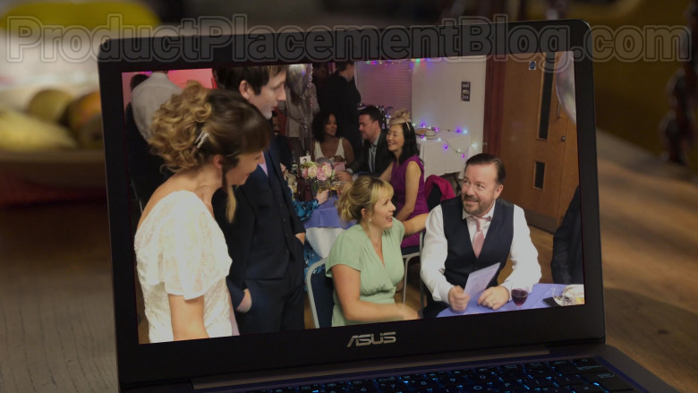 Asus Laptop of Ricky Gervais as Tony Johnson in After Life S02E01 (2020)