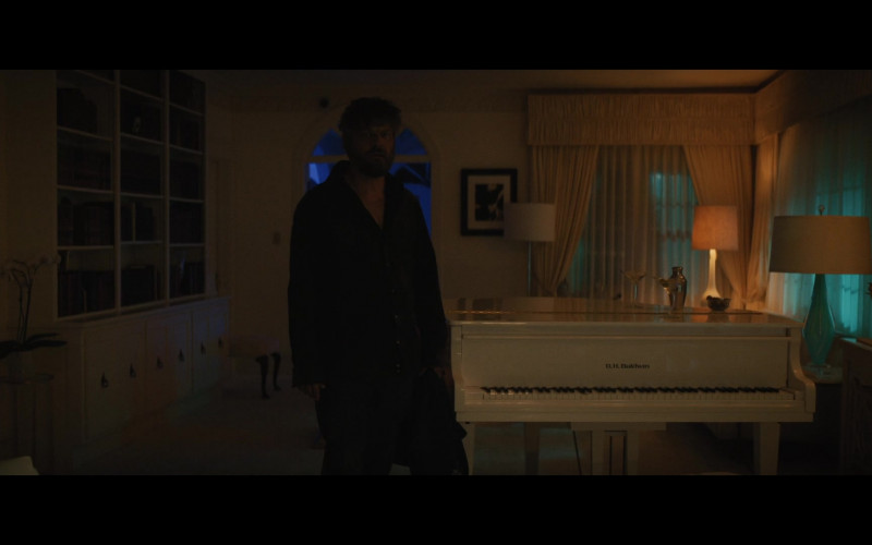 Baldwin White Piano in Briarpatch S01E09