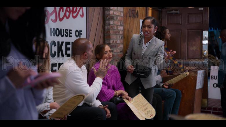 Balenciaga Belt Bag of Iman Benson as Drea Barris in #blackAF S01E05 (1)