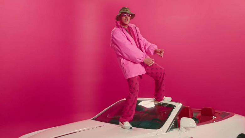 Balenciaga World Food Programme Pink Pants Worn by Bad Bunny in Yo Perreo Sola (3)