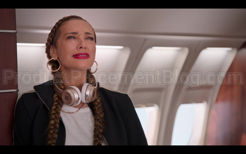 Beats Headphones Used by Rashida Jones as Joya Barris in #blackAF S01E07 (1)