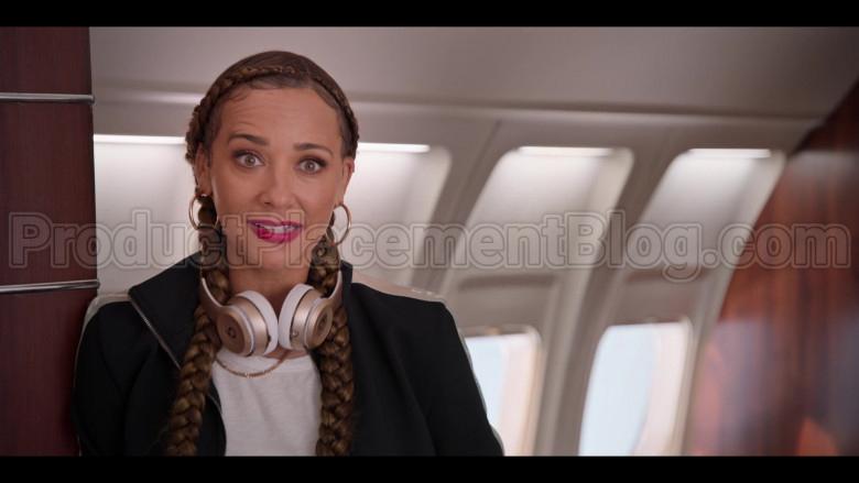 Beats Headphones Used by Rashida Jones as Joya Barris in #blackAF S01E07 (2)