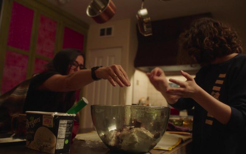 Breyers Vanilla Ice Cream in Better Things S04E07 (4)