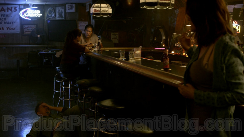 Bud Light Neon Sign and Coors Light Beer Lamps in Bosch S06E06 (2)