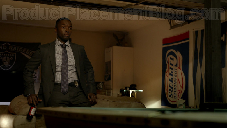 Budweiser Beer Enjoyed by Jamie Hector in Bosch S06E07 (2)