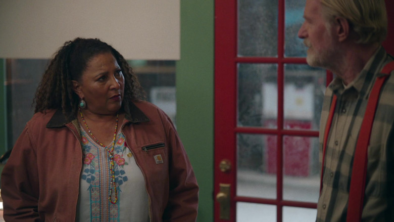 Carhartt Jacket of Pam Grier in Bless This Mess S02E17 (2)