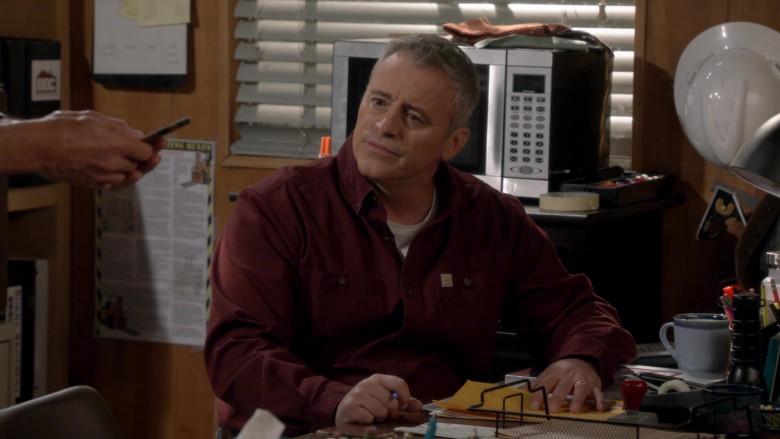 Carhartt Long Sleeve Shirt of Matt LeBlanc in Man with a Plan S04E03 (2)
