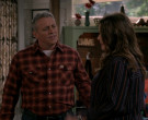 Carhartt Plaid Shirt of Matt LeBlanc in Man with a Plan S04E01 (2)