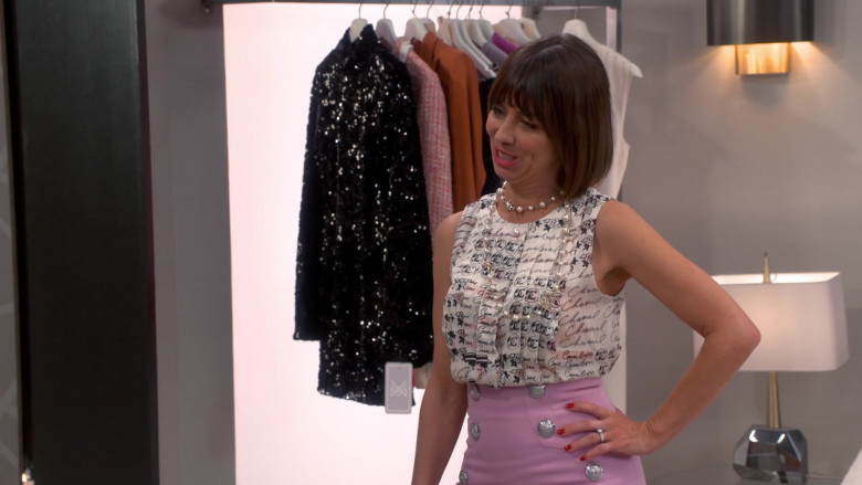 Chanel Blouse of Natasha Leggero as Elizabeth in Broke S01E02 (2)