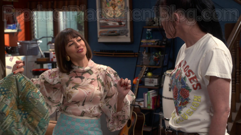 Chanel Skirt of Natasha Leggero in Broke S01E04 (1)