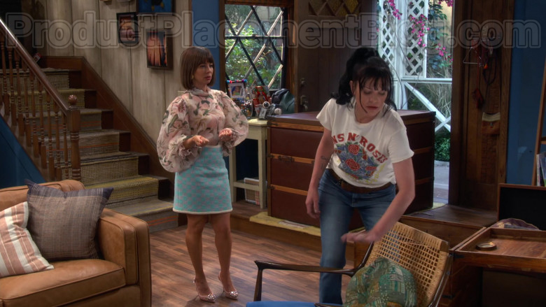 Chanel Skirt of Natasha Leggero in Broke S01E04 (2)