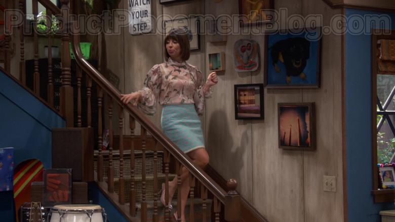 Chanel Skirt of Natasha Leggero in Broke S01E04 (4)