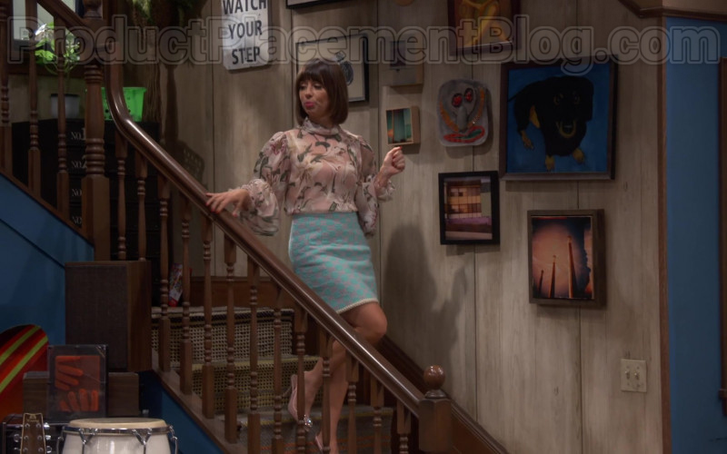 Chanel Skirt of Natasha Leggero in Broke S01E04 (4)