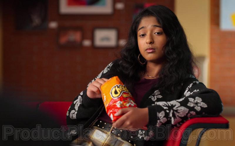 Cheetos Crunchy Cheese Flavored Snack Enjoyed by Maitreyi Ramakrishnan as Devi Vishwakumar in Never Have I Ever (1 (5)