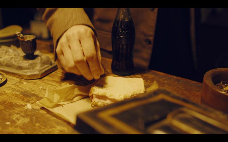 Coca-Cola Bottle in The Plot Against America S01E04