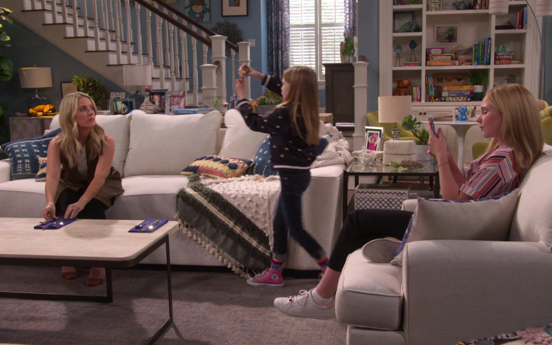 Converse Sneakers of Juliet Donenfeld as J.J. in The Big Show Show S01E04