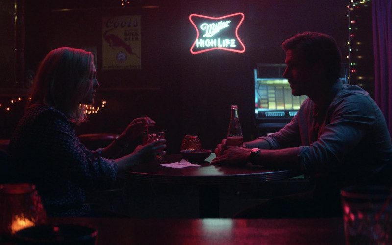 Coors Beer Poster and Miller High Life Neon Sign in Little Fires Everywhere S01E06 (1)