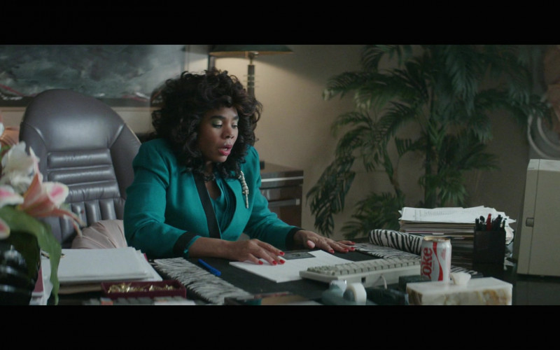 Diet Coke Enjoyed by Regina Hall as Dawn Darcy in Black Monday S02E06 (1)