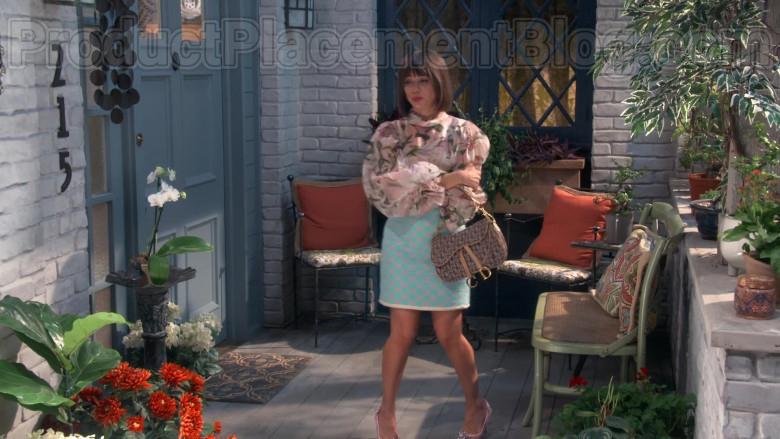 Dior Handbag of Natasha Leggero in Broke S01E04 (1)