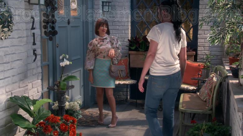 Dior Handbag of Natasha Leggero in Broke S01E04 (3)