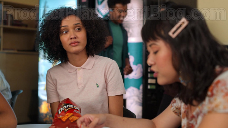 Doritos Chips Enjoyed by Lee Rodriguez as Fabiola in Never Have I Ever S01E05 (2)