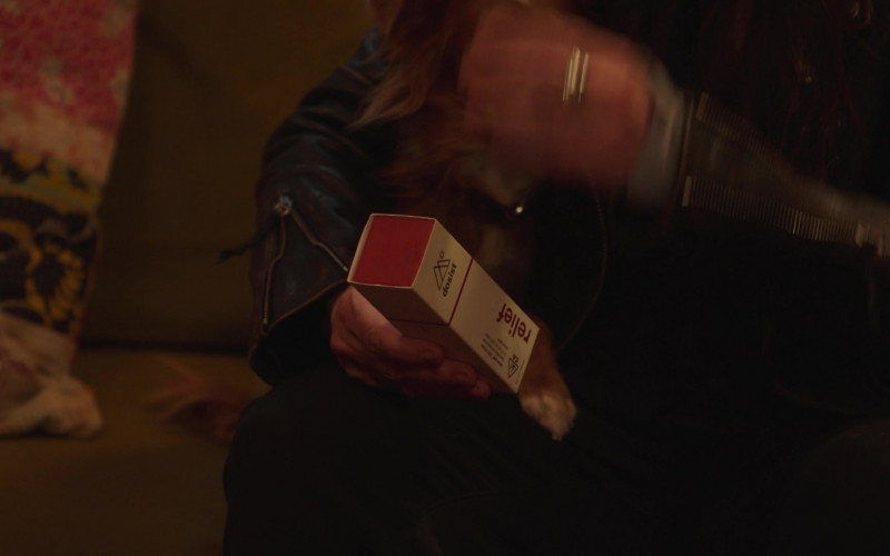 Dosist Relief Dose Pen (Cannabis Oil Vaporizer) in Better Things S04E07 (2)