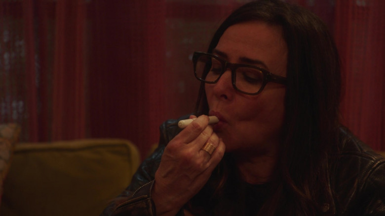 Dosist Relief Dose Pen (Cannabis Oil Vaporizer) in Better Things S04E07 (3)