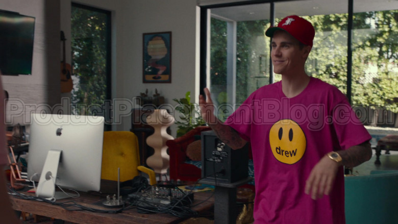 Drew Pink T-Shirt of Justin Bieber in Dave S01E08 PIBE (1)