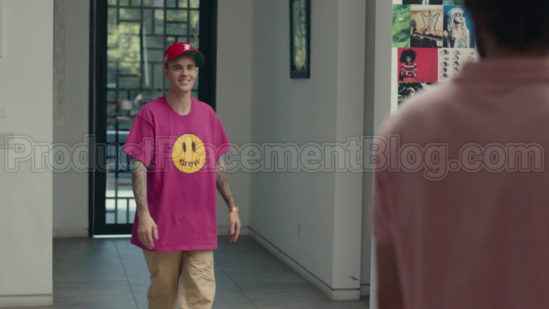 Drew Pink T-Shirt of Justin Bieber in Dave S01E08 PIBE (4)