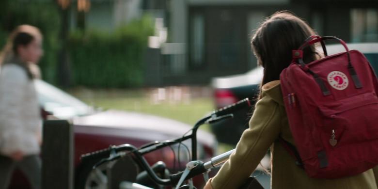 Fjallraven Kanken Red Backpack Used by Brooklynn Prince as Hilde Lisko in Home Before Dark S01E01 (1)